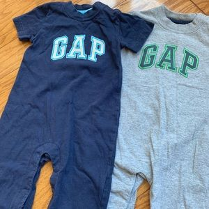 Baby Gap Boys Jumpers set